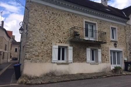 Maison en pierre en bord de Marne