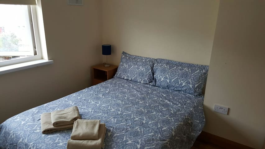 cozy double room near City Centre - Drimnagh - Casa