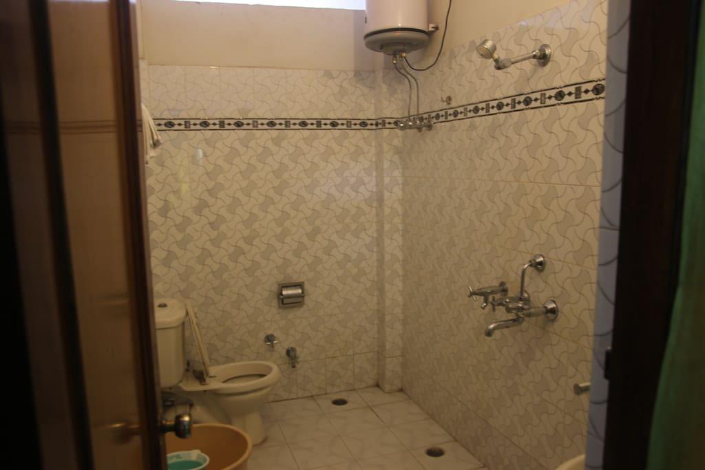 Deluxe Room (202) Bathroom