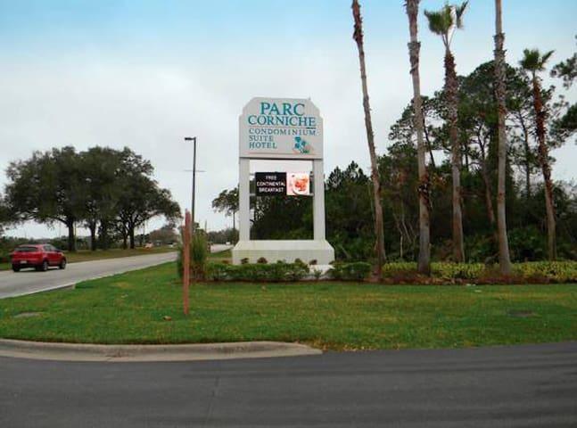 En esta foto se puede ver el acceso al Condominio Parc Corniche