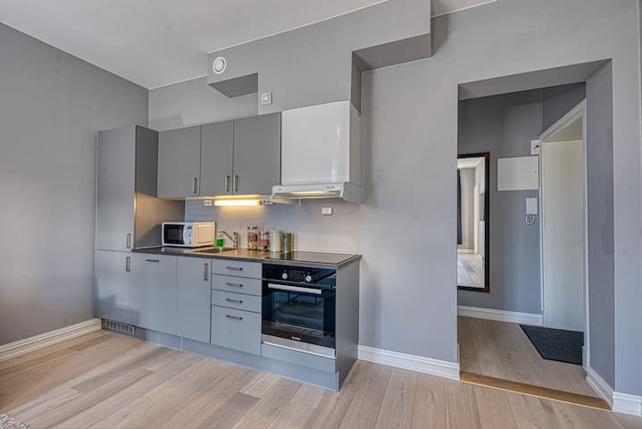 Three-Bedroom Apartment for Five with Balcony