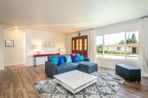 Modern Spacious Beach House -4 Queen Beds -2 Baths