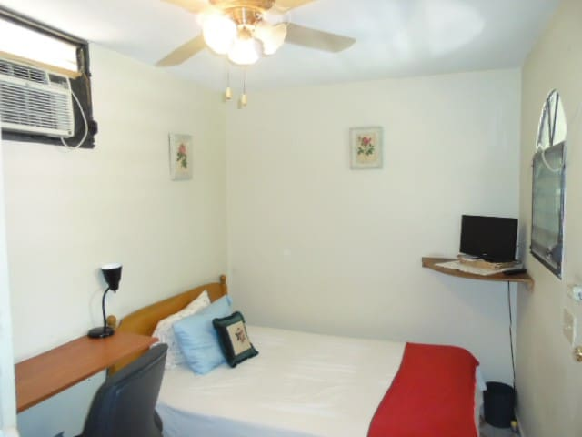 1 Cozy Bed Room in Petion Ville 1. - Petion-Ville