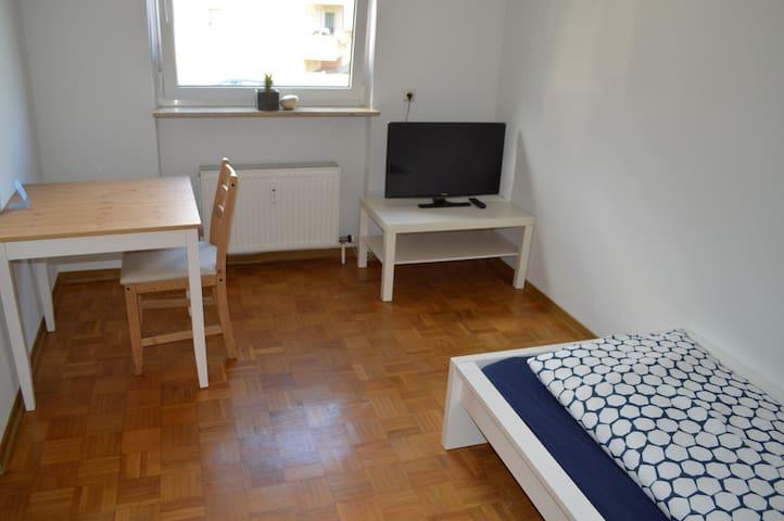 Einzelzimmer in 3-Zimmer Wohnung - Öhringen - Apartemen