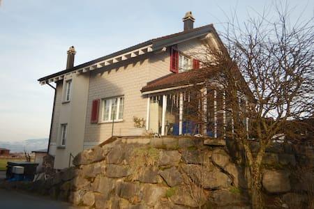 Grosses Haus an ruhiger, Lage - Schübelbach - 独立屋
