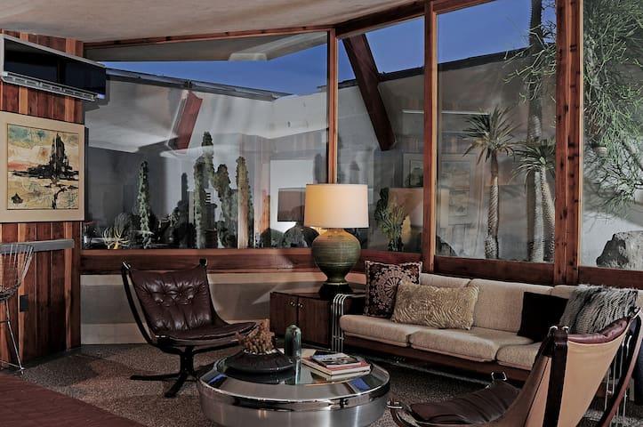 The Lautner- Studio Apartment #3 - Desert Hot Springs - Leilighet
