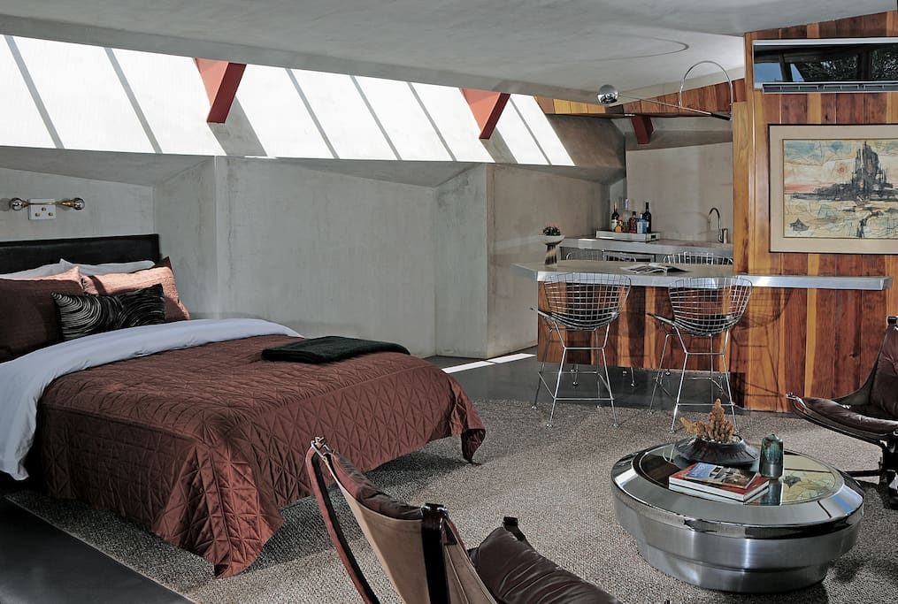 Sleep under a skylight and say goodnight to the stars before going to bed.