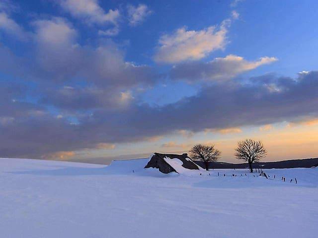Le Soulaquet - au coeur de l'Aubrac - Soulages-Bonneval - Huis