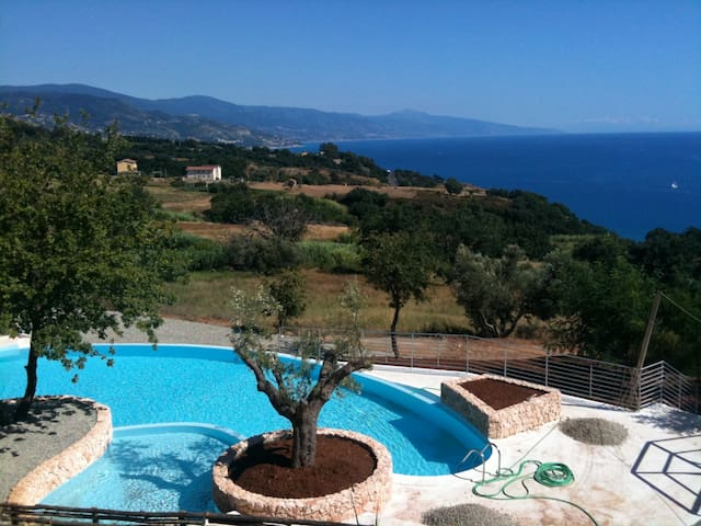 Family Villa with Amazing Sea Views - Telegrafo