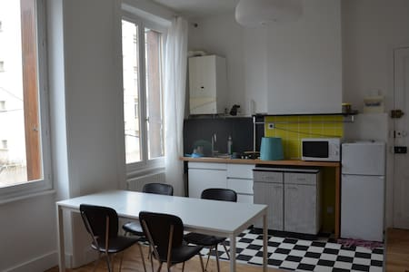 Studio loft près du centre ville - Saint-Étienne