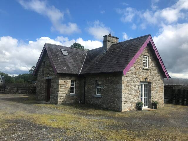 Country stone cottage within 5 kms of Lough Rynn.