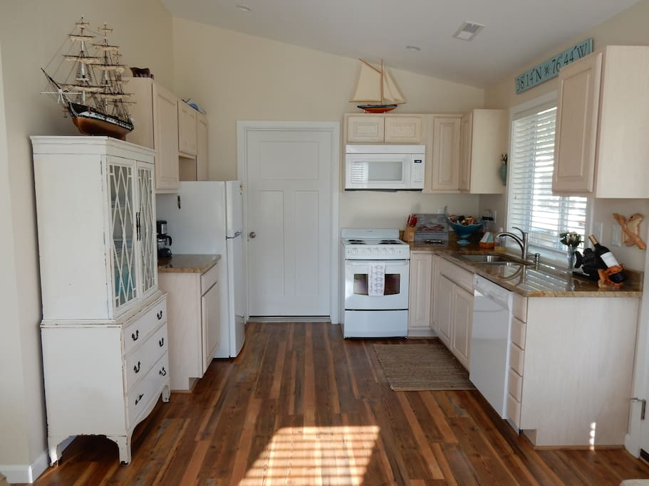 Full kitchen with plenty of space.