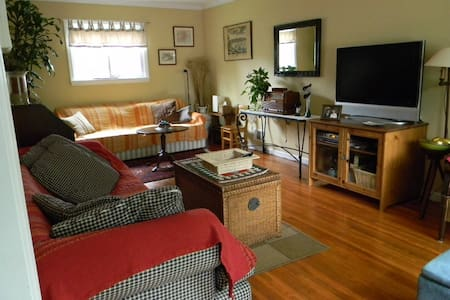 Room in the heart of Westchester - Elmsford - Casa