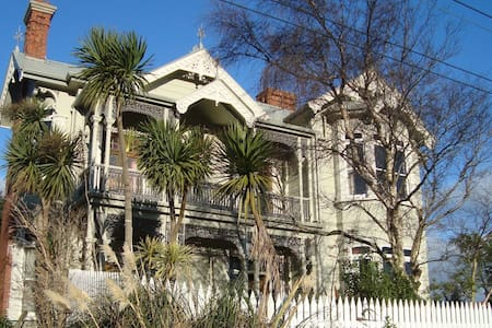 ARTICA Art & Accommodation, Dunedin - Port Chalmers - Aamiaismajoitus