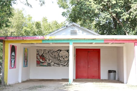 Artist Retreat near Stockyards - Annat
