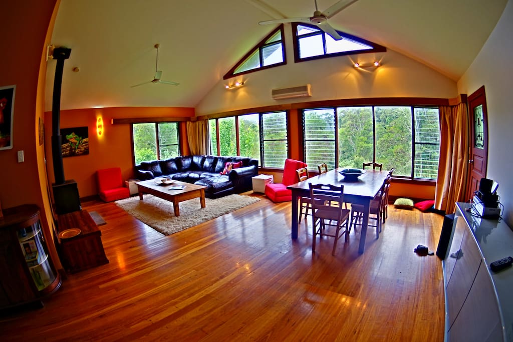 spacious lounge/dining, approx. 50 sqm for this room alone!