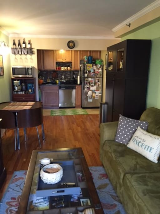 Beautiful astoria apt 1br 2bath appartamenti in affitto for Aki kitchen cabinets astoria ny