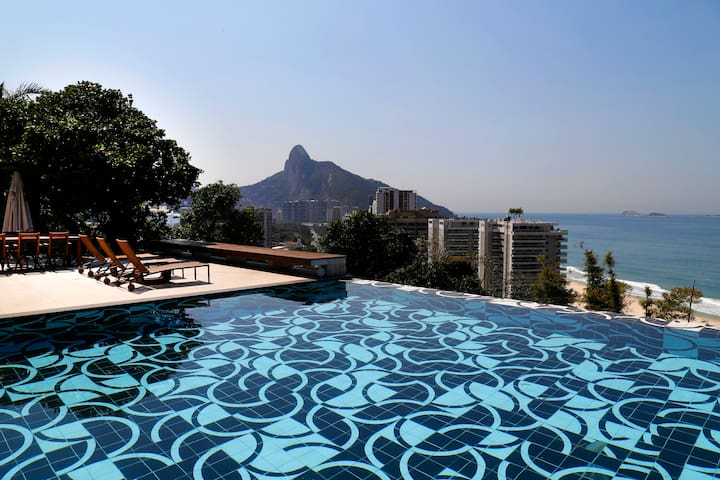 Rio003 - Villa with pool in Sao Conrado
