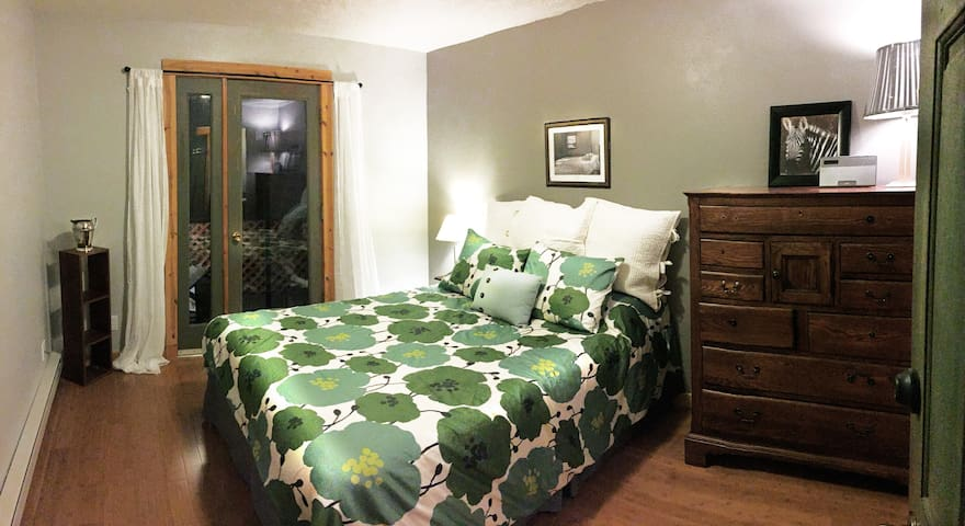 Near Downtown, For Extended Stays - 30 days min.