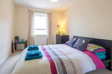 Modern double bedroom, Biggleswade - Biggleswade - Σπίτι
