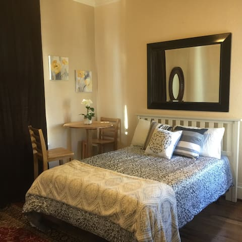 Charming Private Room in Alameda