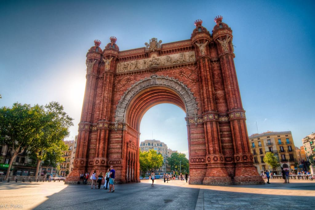 (5' walk) Arc de Triomf