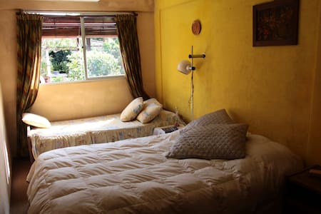Cozy room 2 blocks from the beach - Colonia Del Sacramento - Haus
