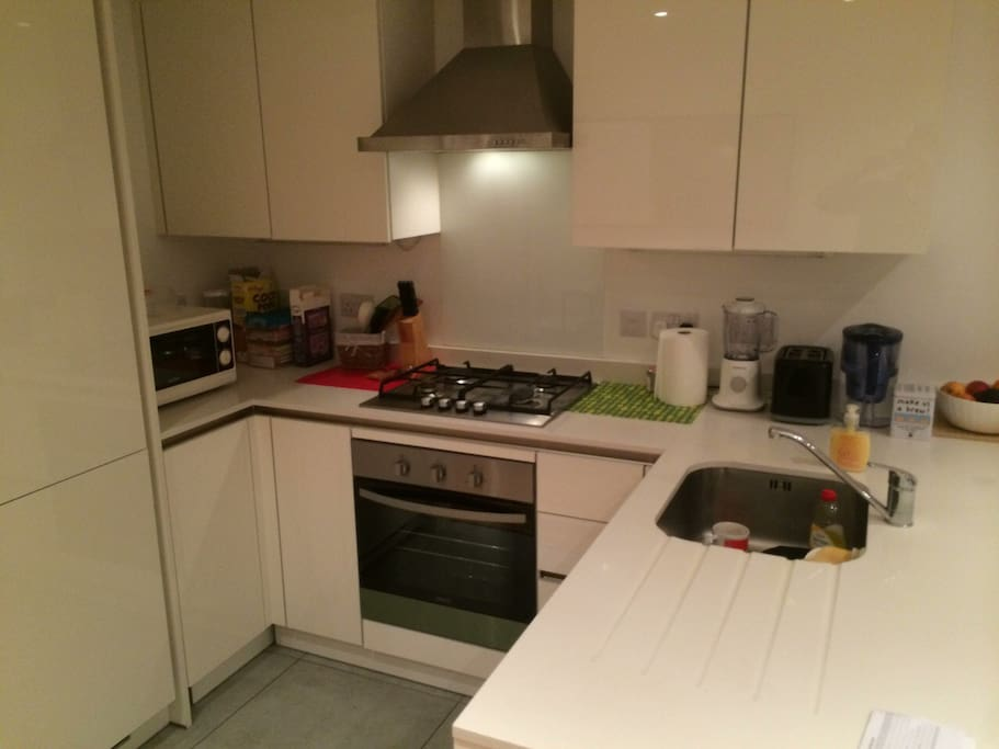 Fully Equipped Modern Kitchen with a dishwasher