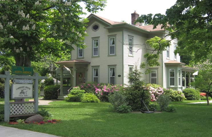 Carriage House Inn B&B - Sodus Point - Penzion (B&B)