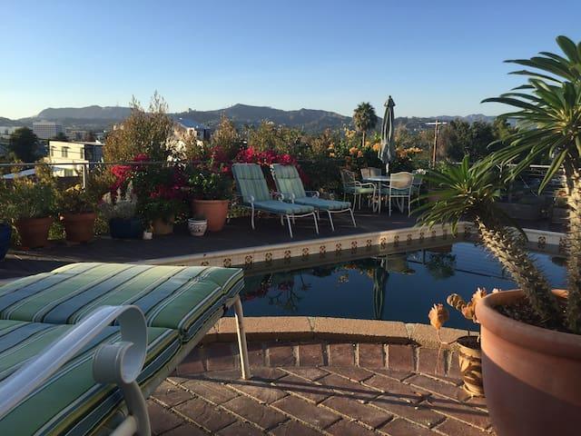Poolside Silverlake Studio w/ View - Los Angeles - Huoneisto