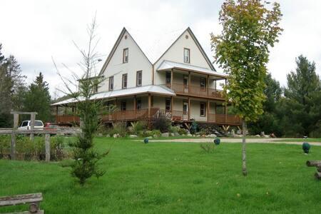 Maison Larose à 30 min de Tremblant - Montcalm - Huis