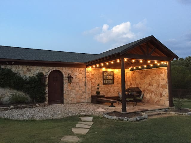 The Hill Country Guest House. - Dripping Springs