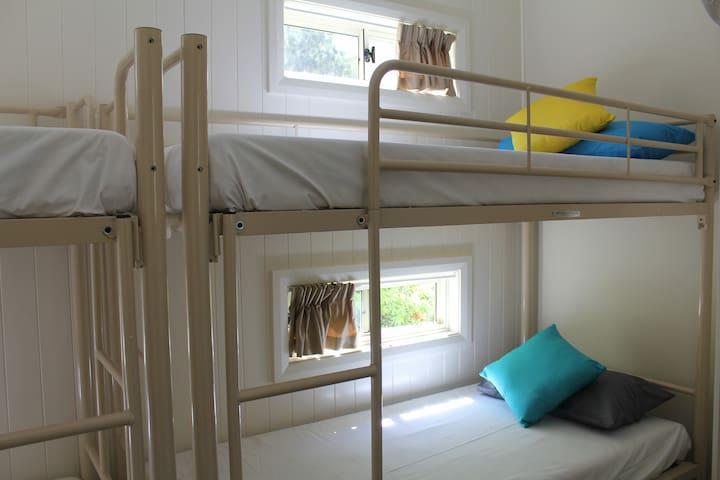 Bunk beds x 4 single beds