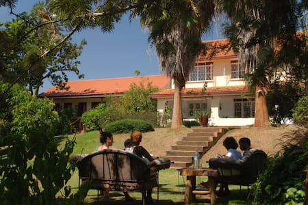 Large Rooms, Fast WiFi, Great Food! - Entebbe
