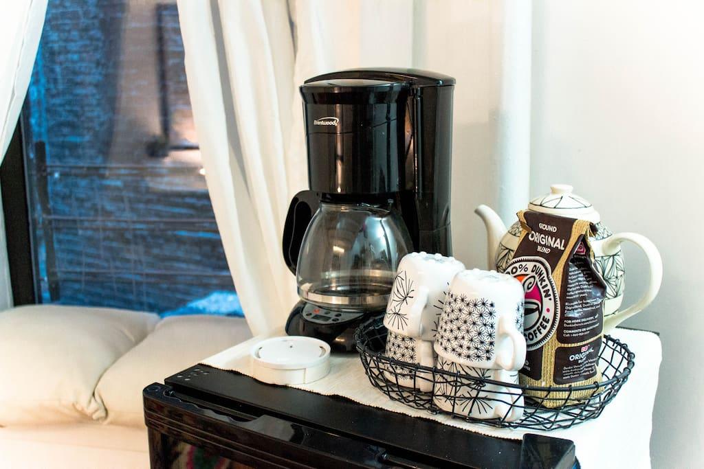 Complimentary coffee, tea, bottled water & snacks.