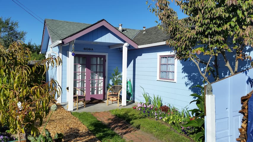 Charming Garden Cottage - Arcata - Casa
