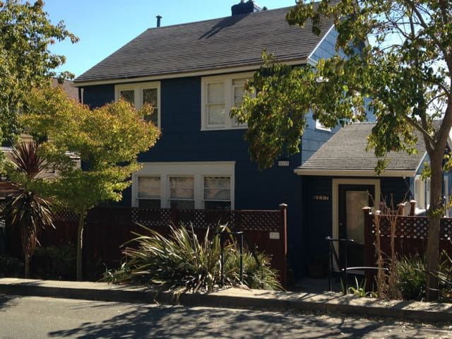 Charming House with River Views - Vallejo