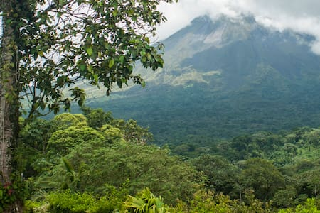 Deluxe Private, A/C, Terrace & Volcano View* - Arenal Volcano - Bed & Breakfast