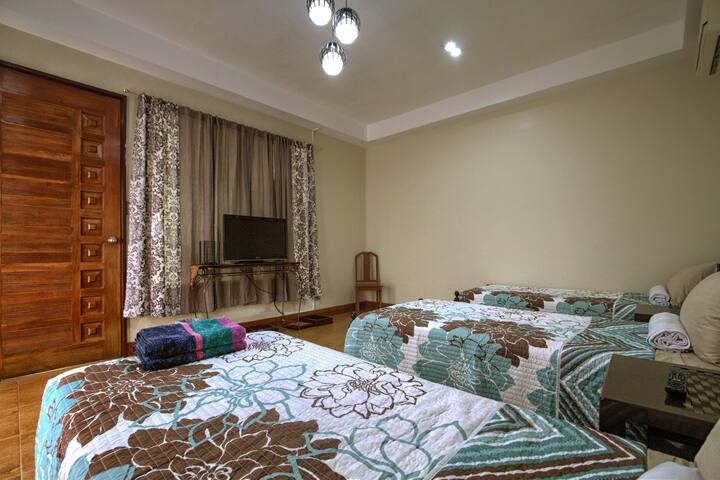 Balay ni Inday - Bella Vista Room with balcony