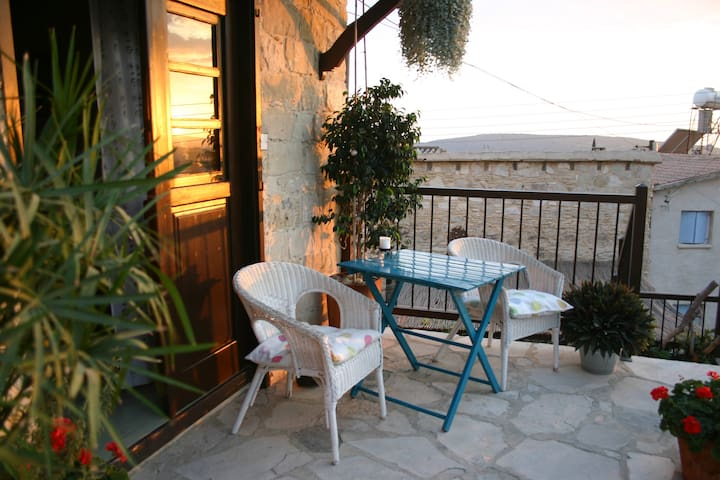 Village Apartment with Balcony - Pentakomo - Apartment
