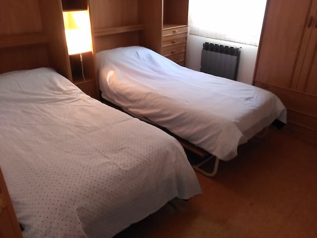 Low-cost room 10 mins from centre. - Logroño - Byt