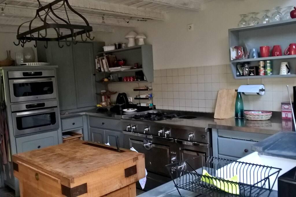 piano de cuisson , fours électriques, à vapeur : équipée pour les amateurs de cuisine