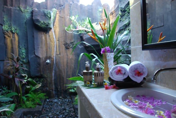TRI JAYA GUEST HOUSE ROOM3 - Gerokgak - Bed & Breakfast