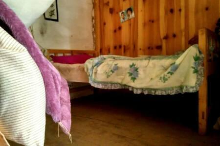 土木结构藏房,木质地板木质床,温馨舒适,主人广交朋友. - 云南省