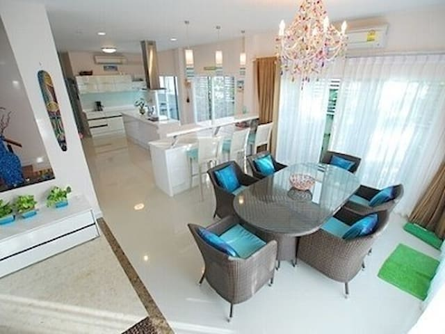 Private Modern Home with transport - Bangkok - Talo
