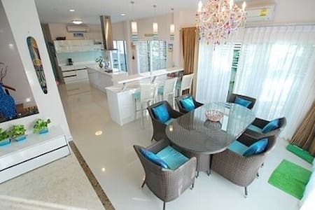 Private Modern Home with transport - Bangkok