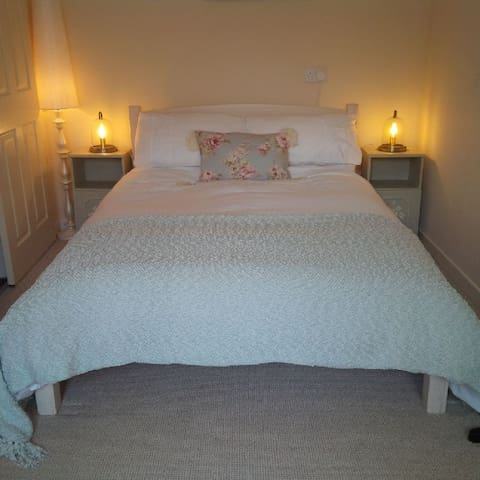 Double bed with en-suite shower room - bed linen and towels provided