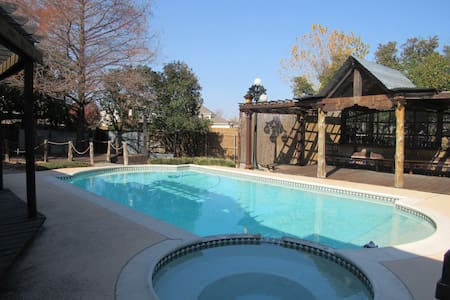 Cozy Rowlett TX Getaway with Pool