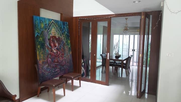 1BR cozy house - BRT in center BKK (large room)