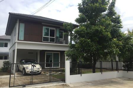 Little home with garden - Bangkok